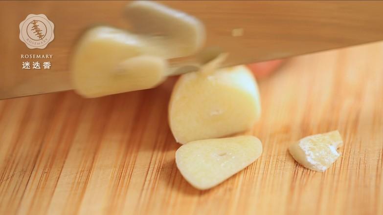 南乳花生猪蹄煲的简单做法