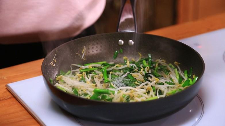 韭菜炒绿豆芽的简单做法