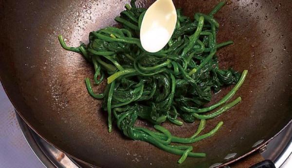 金银蛋浸菠菜的简单做法