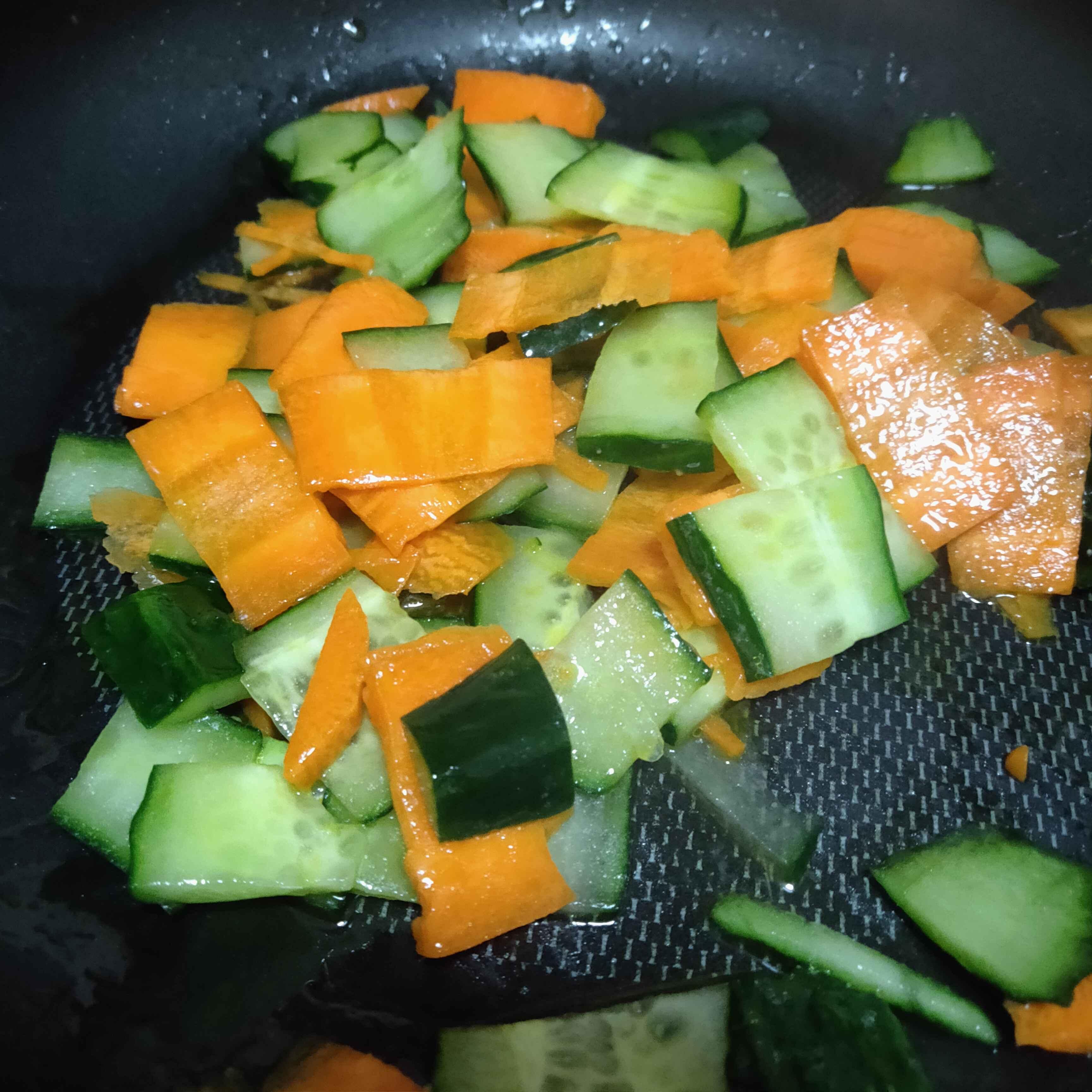 胡萝卜炒黄瓜的家常做法