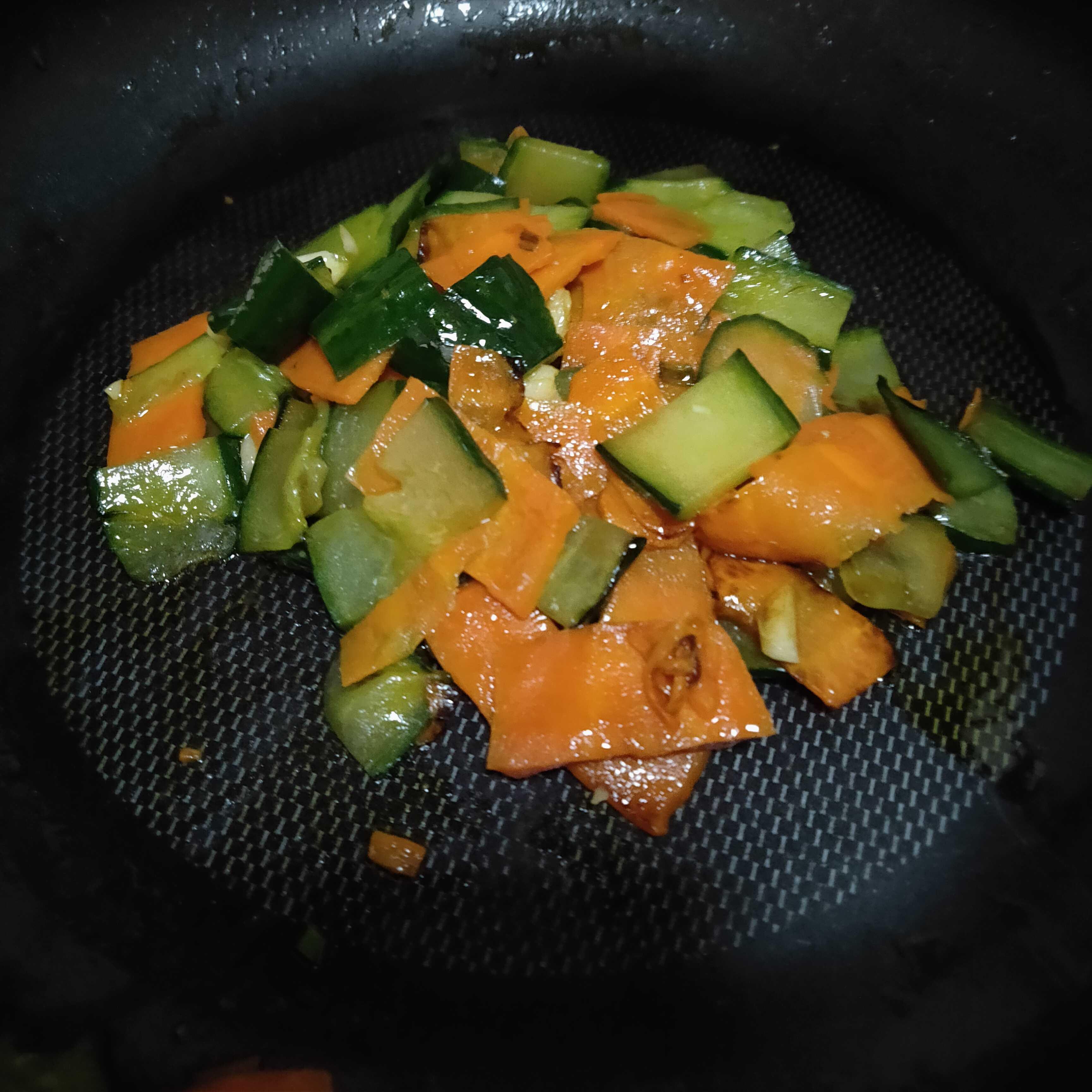 胡萝卜炒黄瓜怎么吃