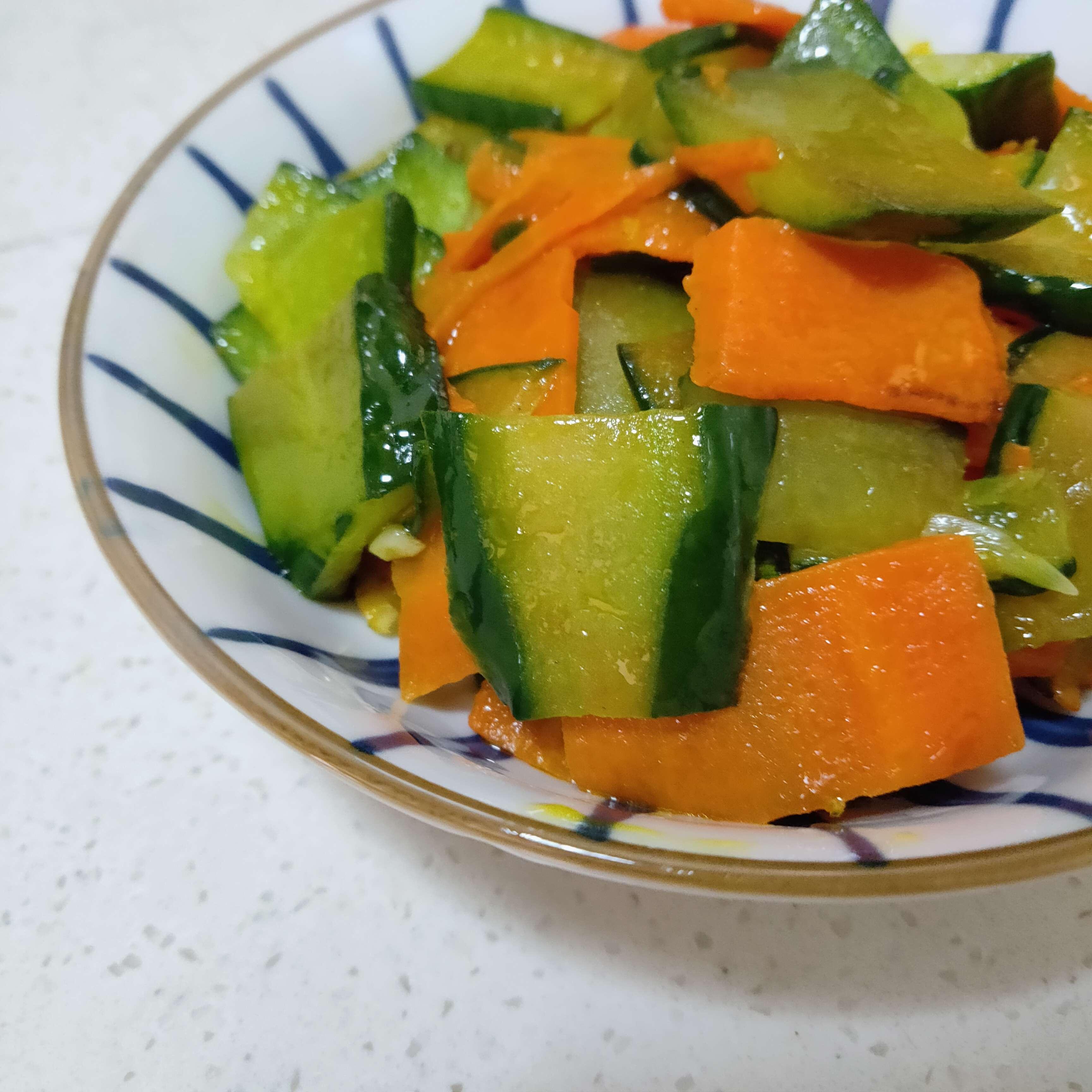 胡萝卜炒黄瓜怎么做