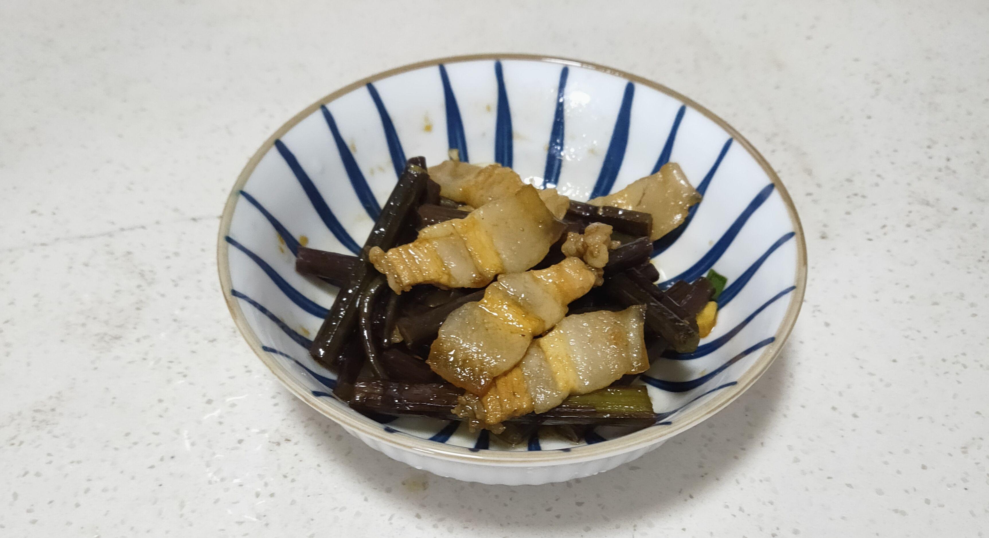 蕨菜炒五花肉成品图