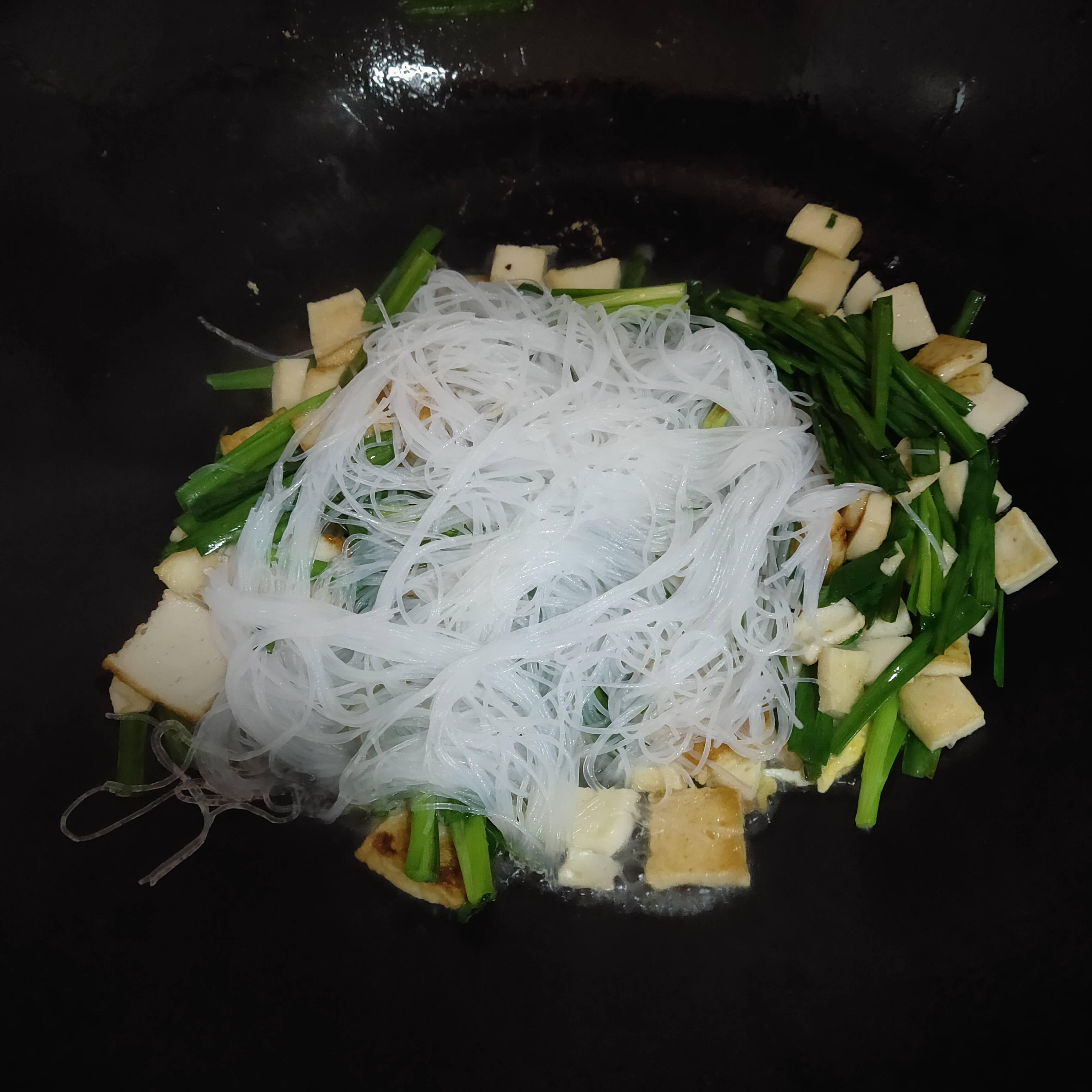 韭菜炒粉丝的家常做法