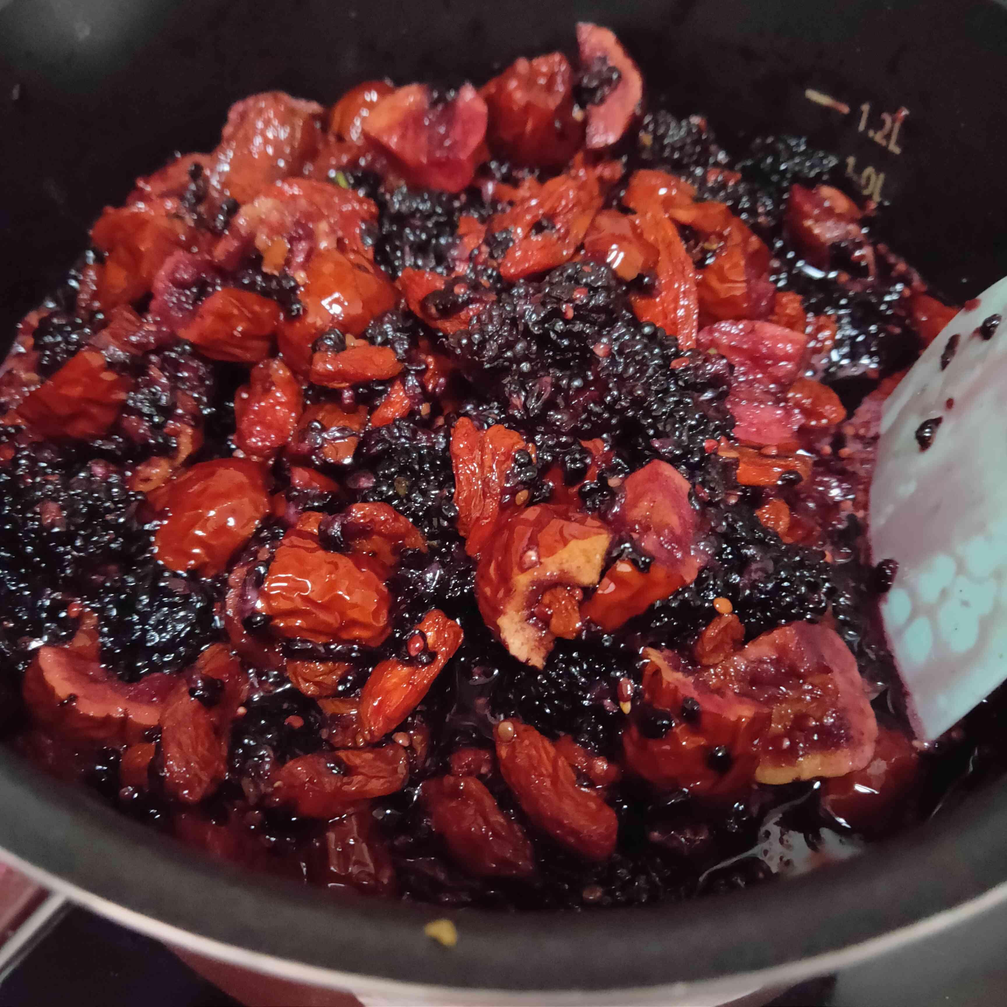 桑葚红枣枸杞养生膏的简单做法
