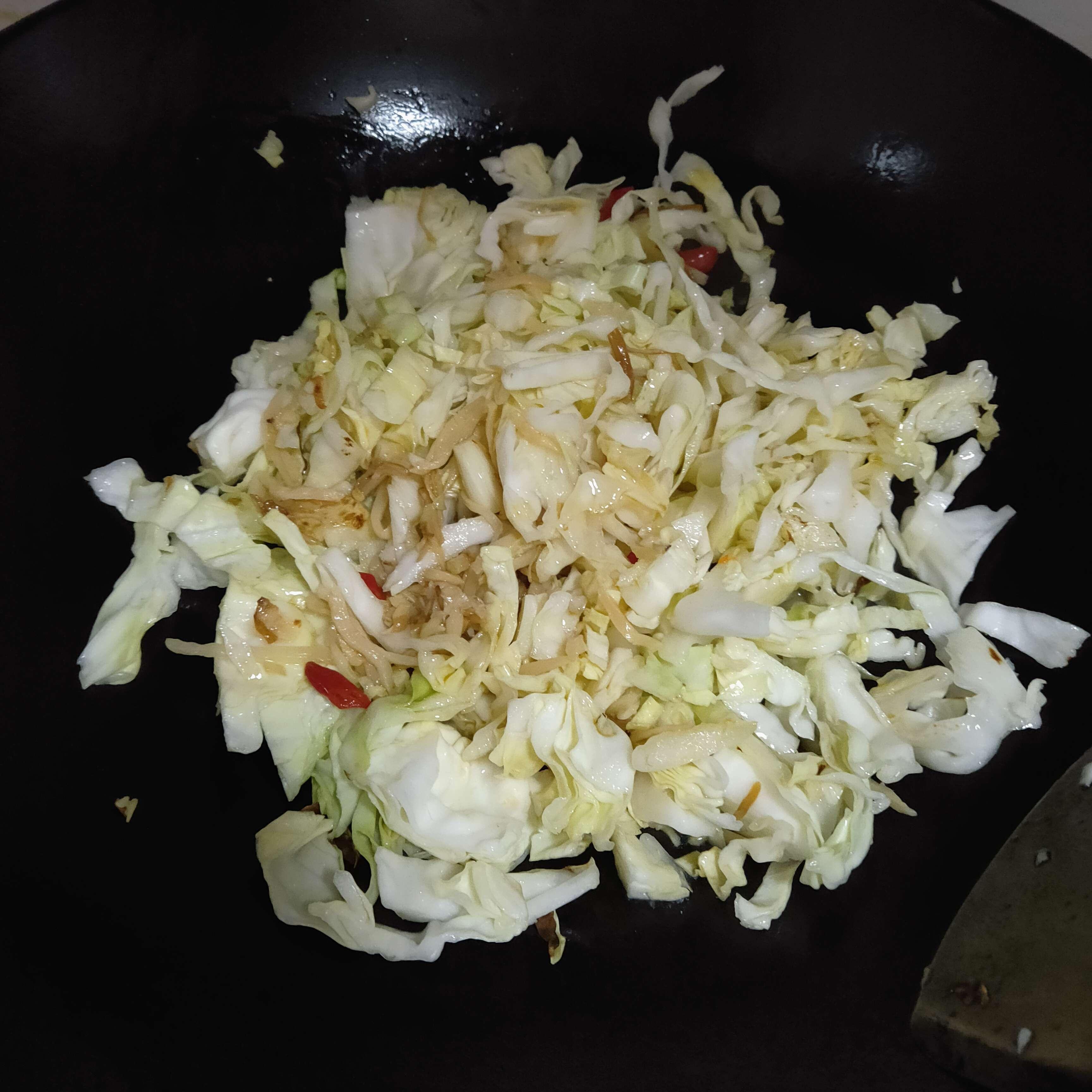 炒卷心菜的步骤
