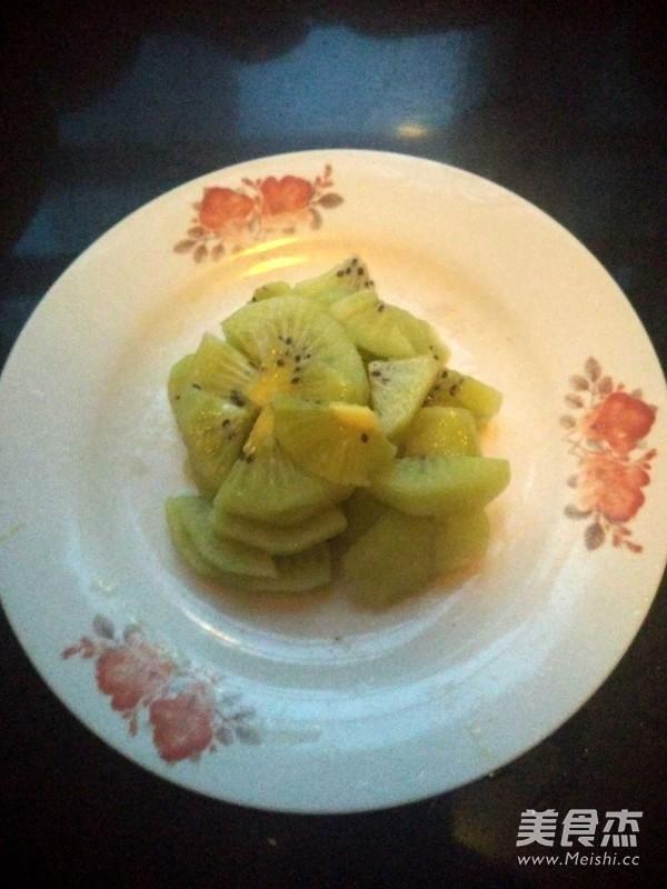 火龙果猕猴桃沙拉的步骤