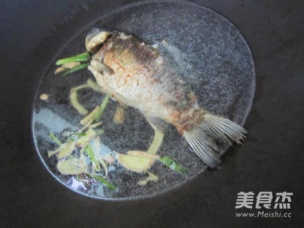 香菇豆腐鲫鱼汤怎么做