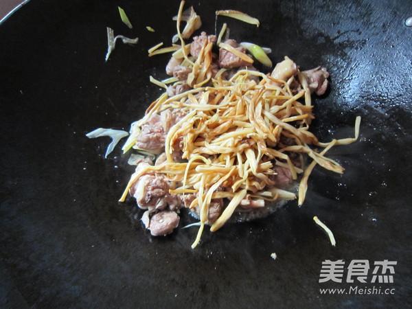 黄花菜焖鸭块怎么做