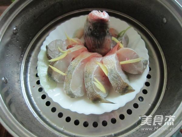 豉香蒸鲈鱼怎么吃