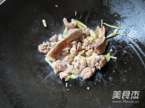 黄花菜焖鸭块怎么吃