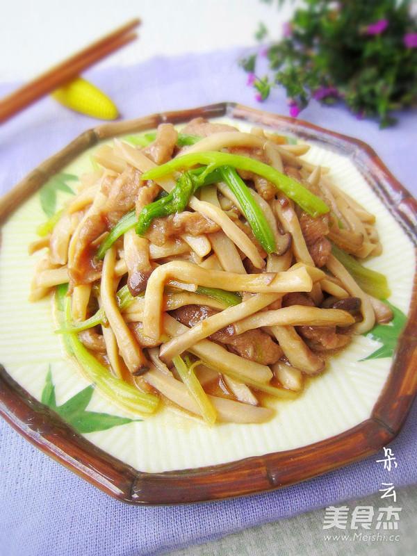 杏鲍菇炒肉丝成品图