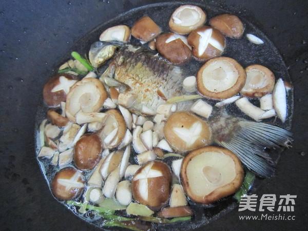香菇豆腐鲫鱼汤怎么炒