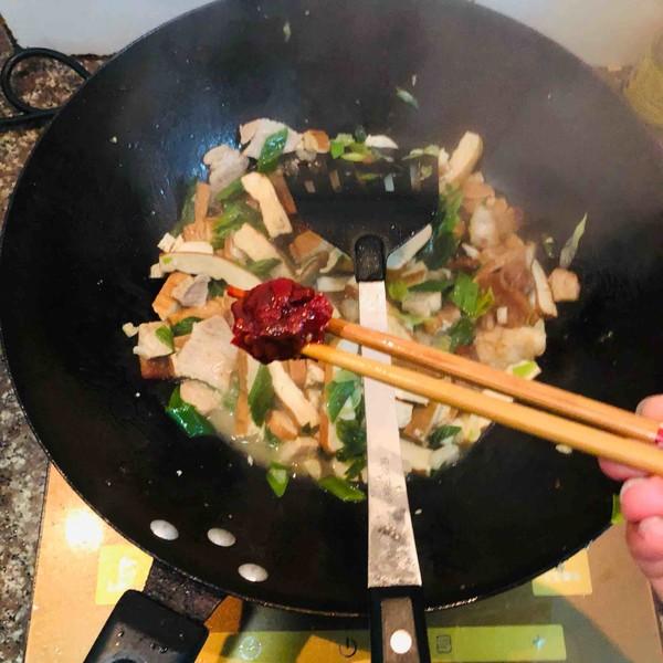 香干回锅肉怎么做