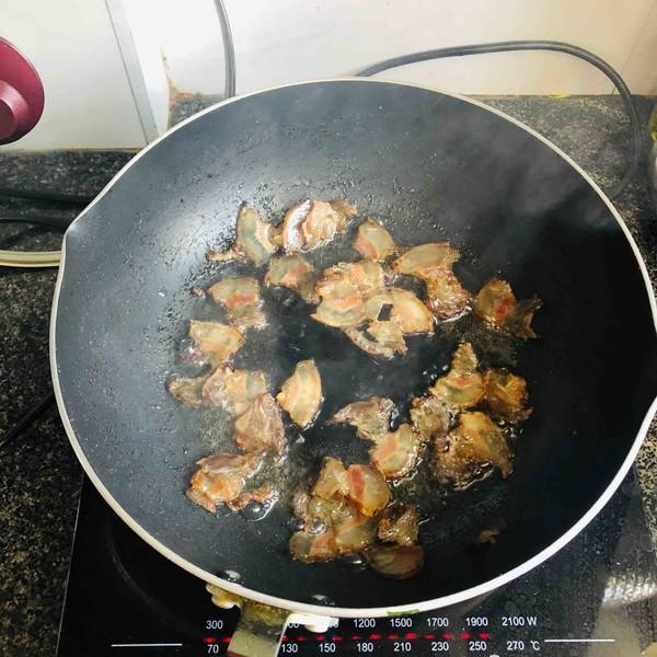腊肉茶树菇的简单做法