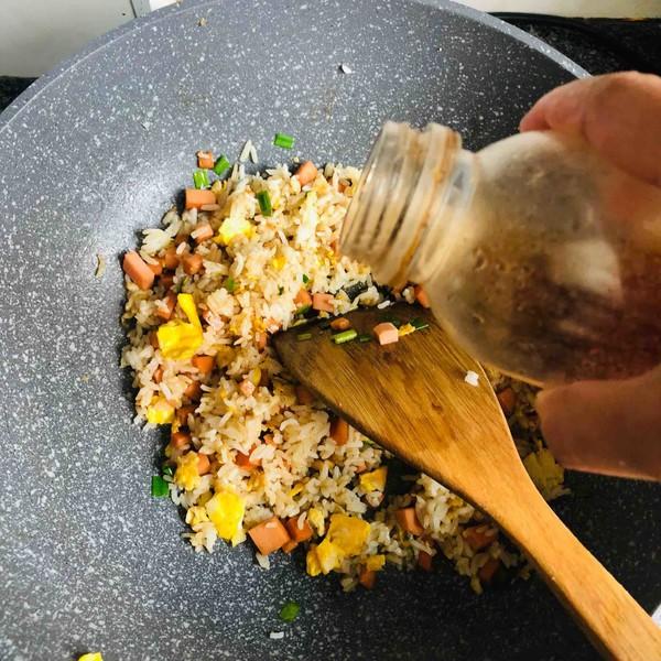 火腿肠蛋炒饭怎么煮