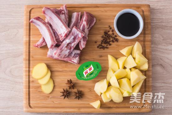 土豆炖排骨的做法大全