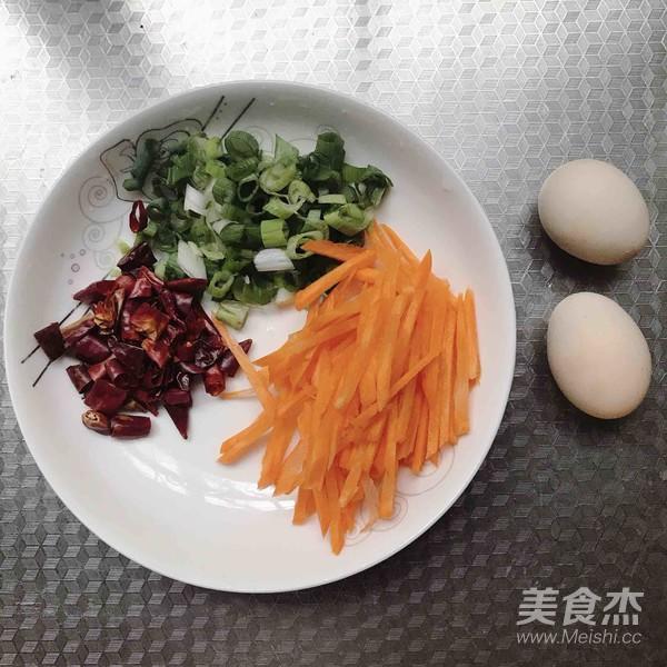 绿豆芽鸡蛋炒面的家常做法