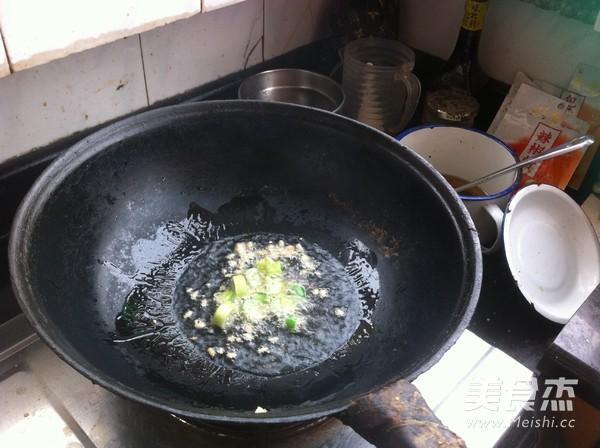 木耳蒜苔炒肉的家常做法