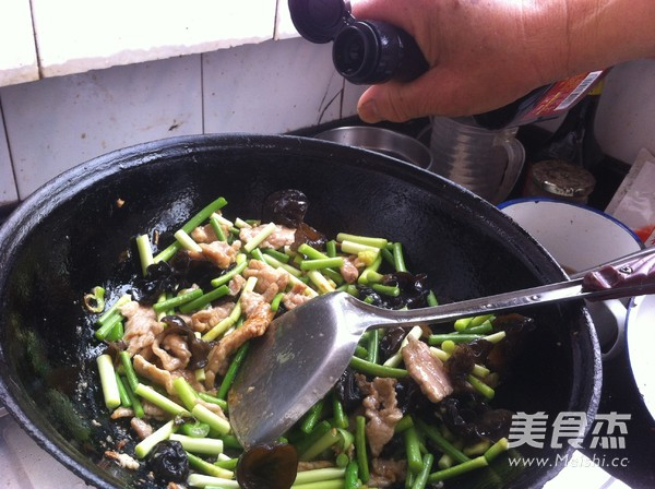 木耳蒜苔炒肉怎么炒