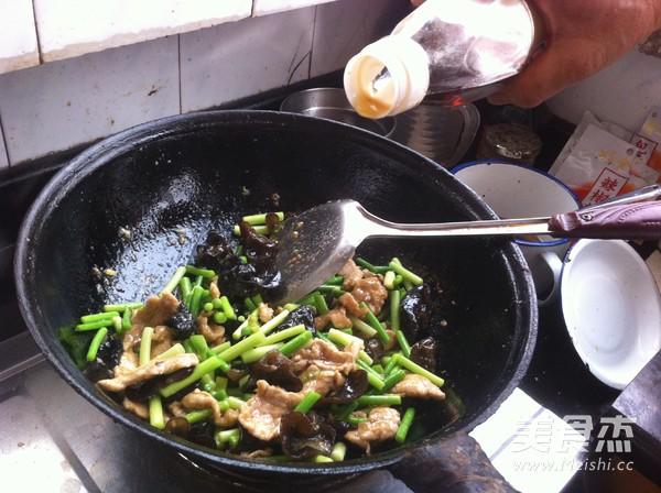 木耳蒜苔炒肉怎么煸
