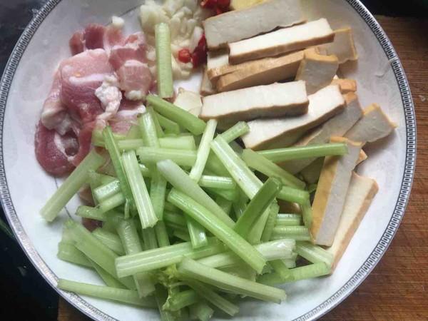 芹菜香干炒肉的做法大全