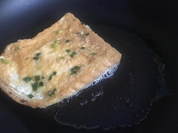 葱香鸡蛋吐司片怎么做