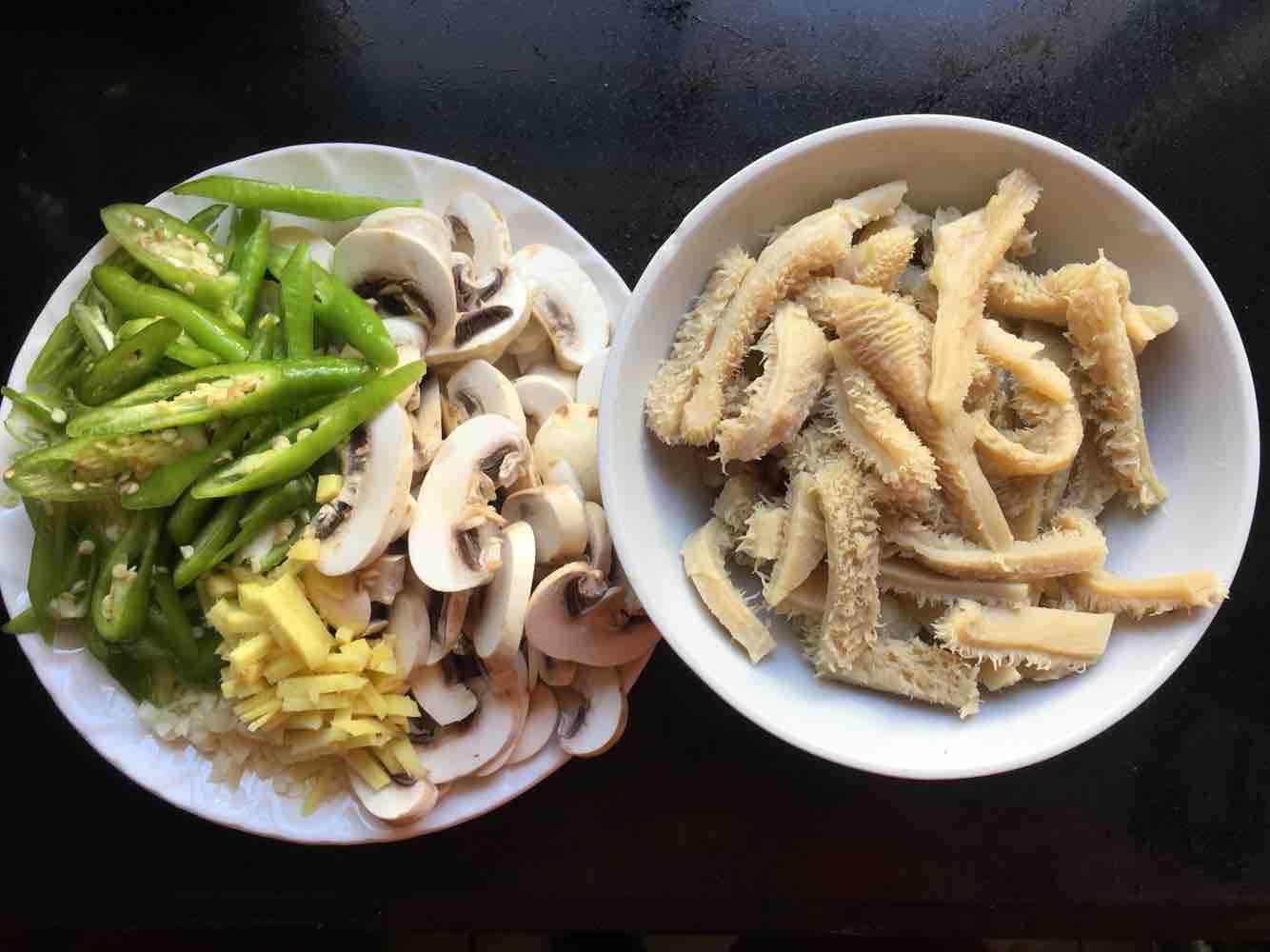 白蘑菇炒牛肚的做法大全