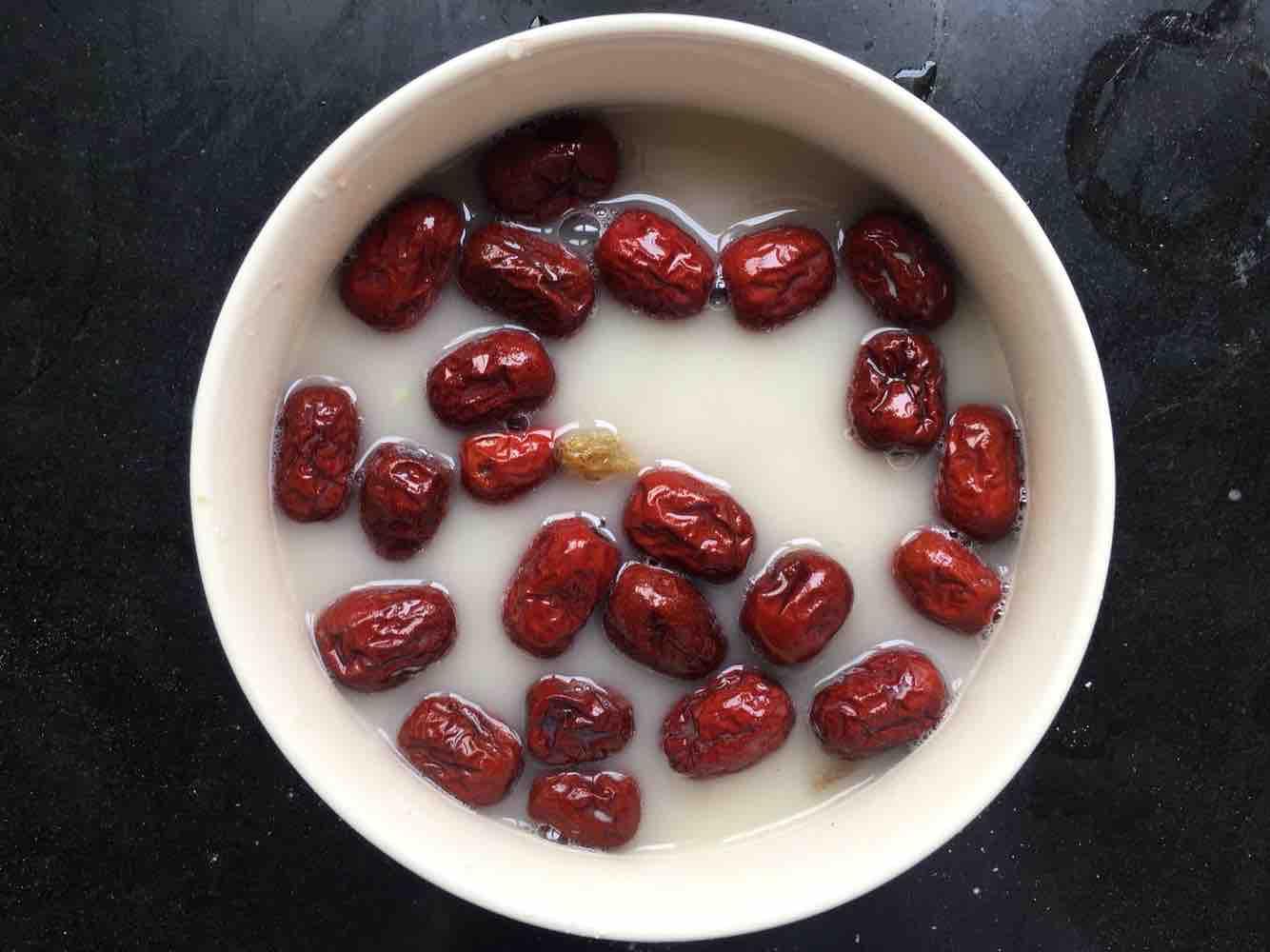 红枣葡萄干水的做法图解