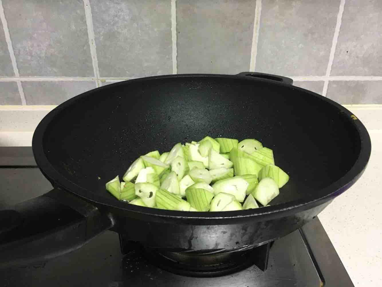 海鲜菇丝瓜炒鸡蛋的简单做法