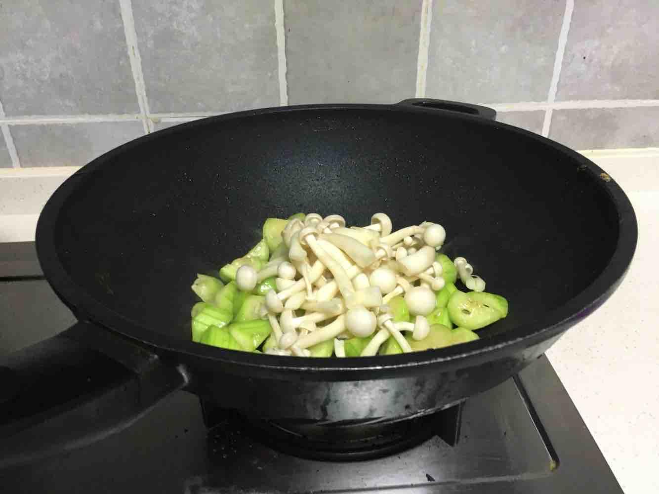 海鲜菇丝瓜炒鸡蛋怎么吃