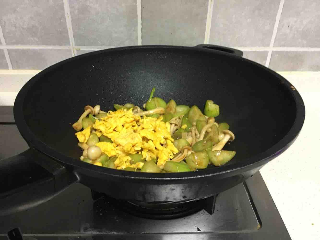 海鲜菇丝瓜炒鸡蛋怎么炒