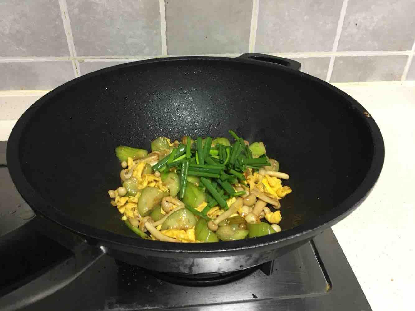 海鲜菇丝瓜炒鸡蛋怎么煮