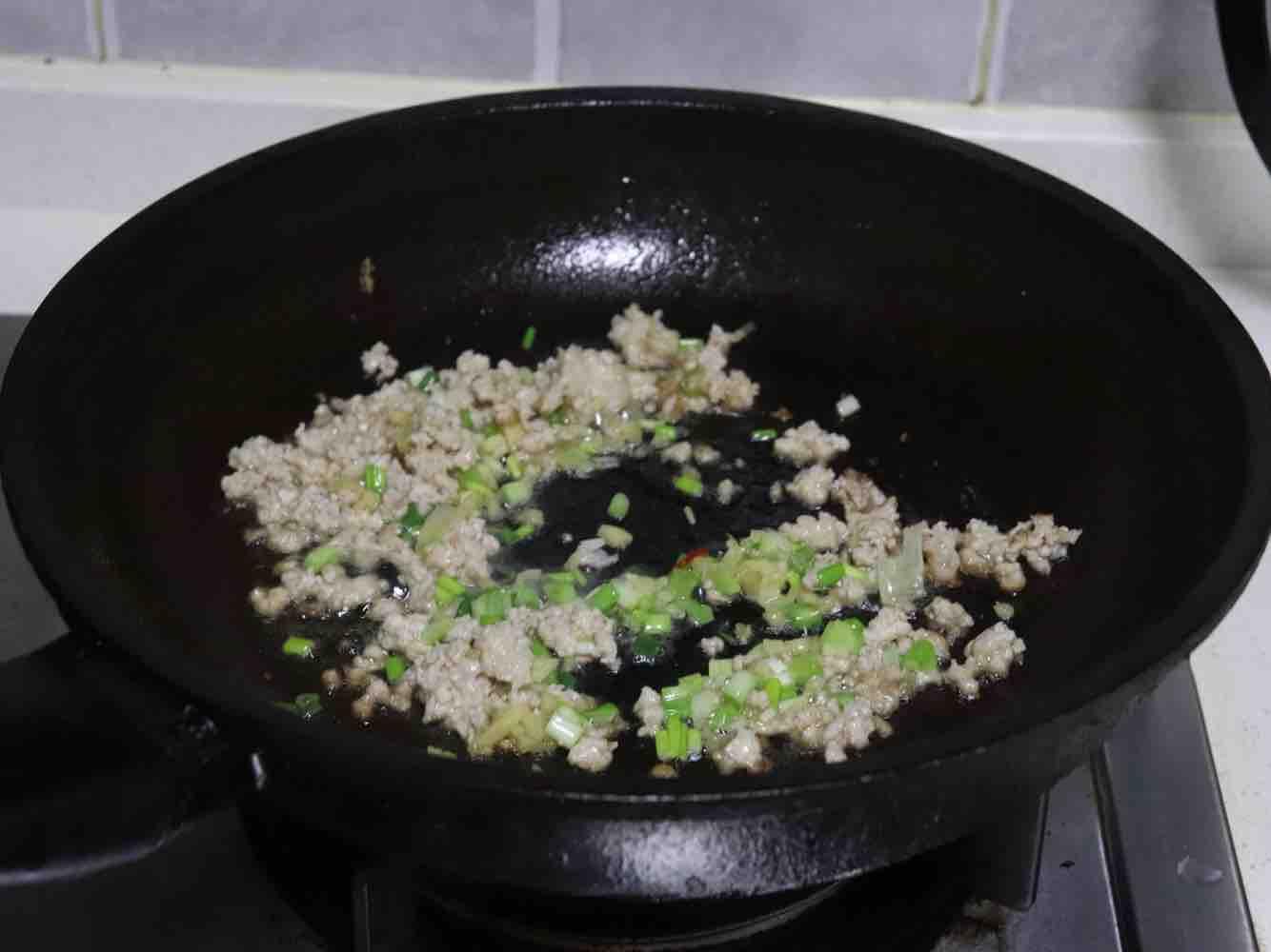 肉末豆腐蒸蛋羹怎么吃