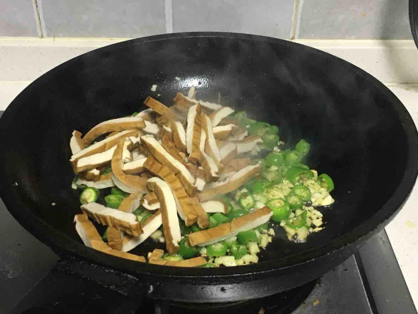 青椒炒香干的简单做法