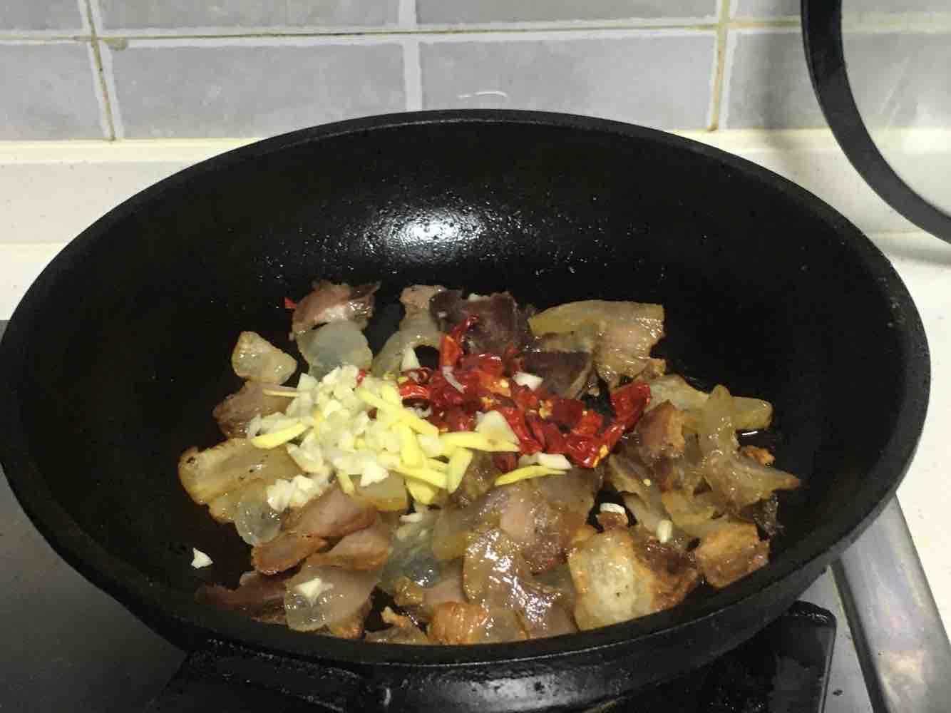 莴笋炒腊肉的简单做法
