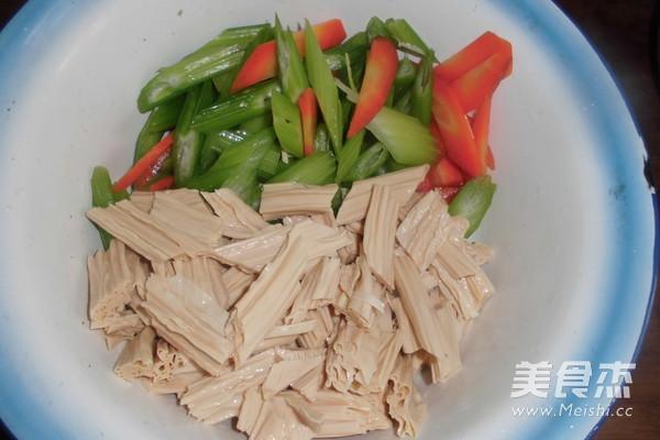 芹菜拌腐竹的做法图解