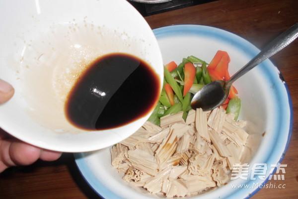 芹菜拌腐竹的简单做法