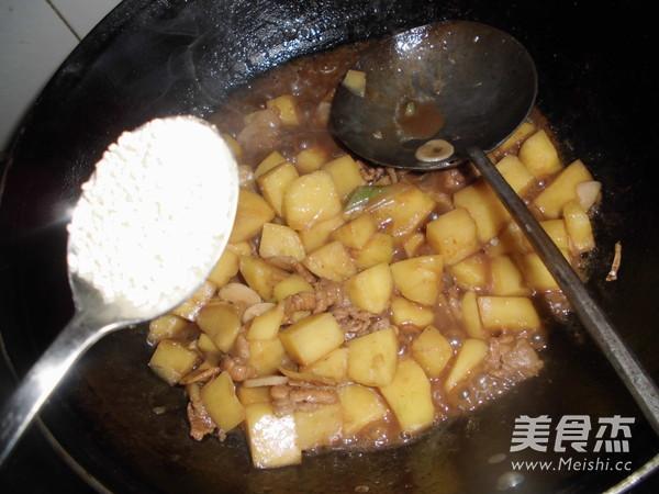 红烧土豆块怎样煸
