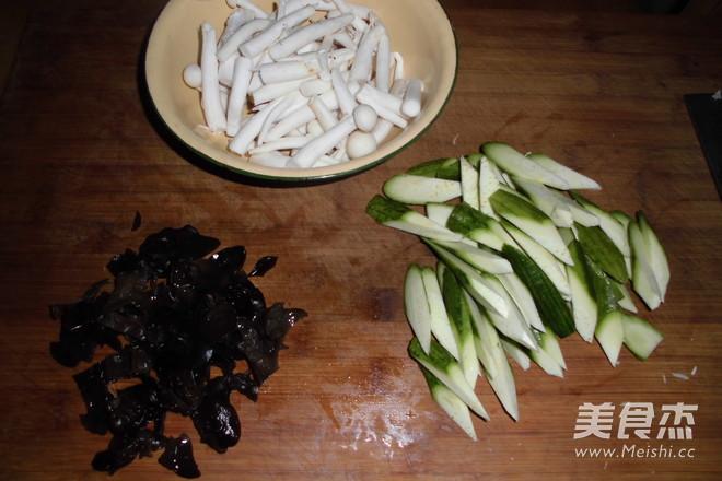 丝瓜蘑菇炒鸡蛋的做法图解