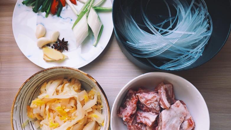 热乎乎的排骨炖酸菜的做法大全