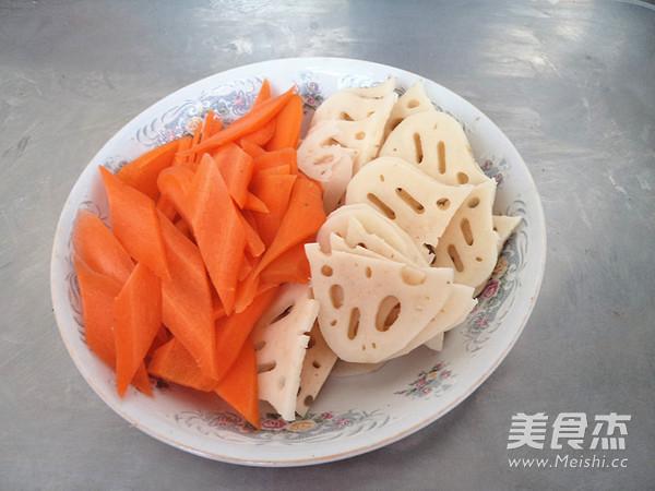 胡萝卜莲藕炒香菇的做法图解