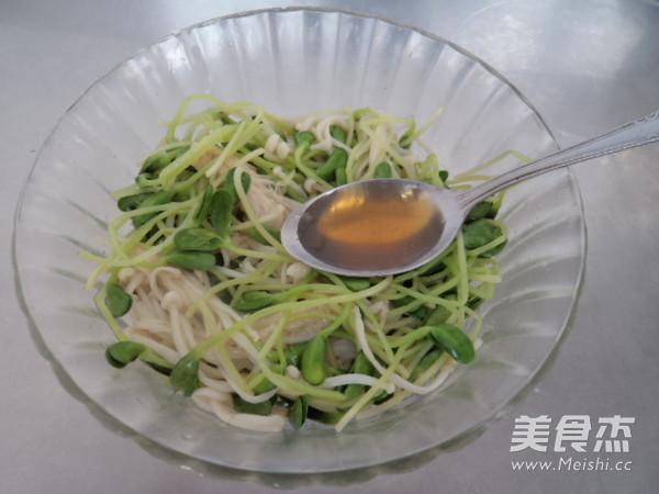 黑豆苗拌金针菇怎么煮