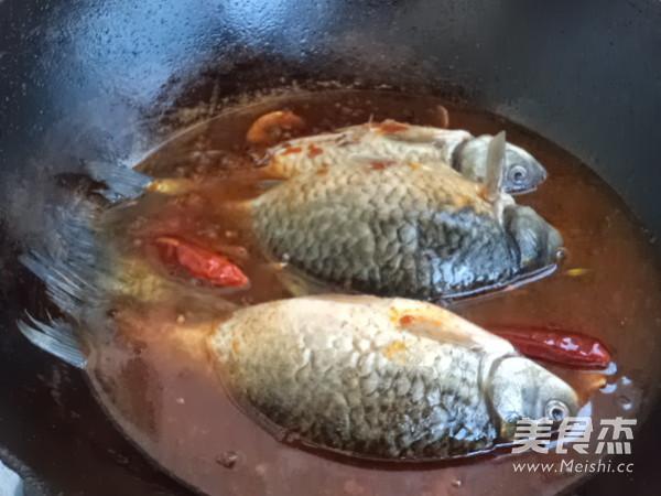 麻辣鲫鱼炖豆腐怎么炒