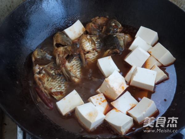 麻辣鲫鱼炖豆腐怎么煮
