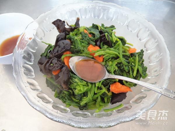 菠菜拌黑木耳怎样炒