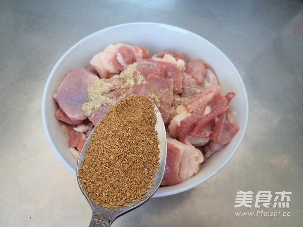 烤羊肉串怎么吃