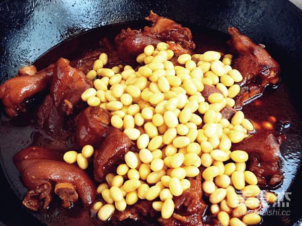 黄豆烧猪蹄的步骤