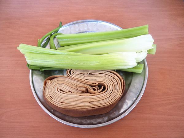 豆皮炒芹菜的做法大全