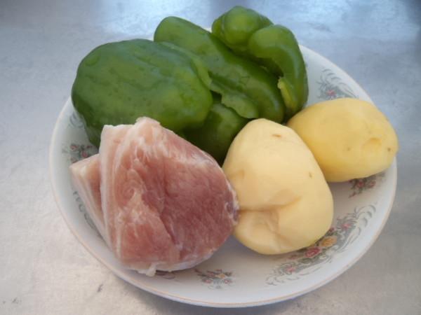 五花肉炒土豆辣椒的做法大全